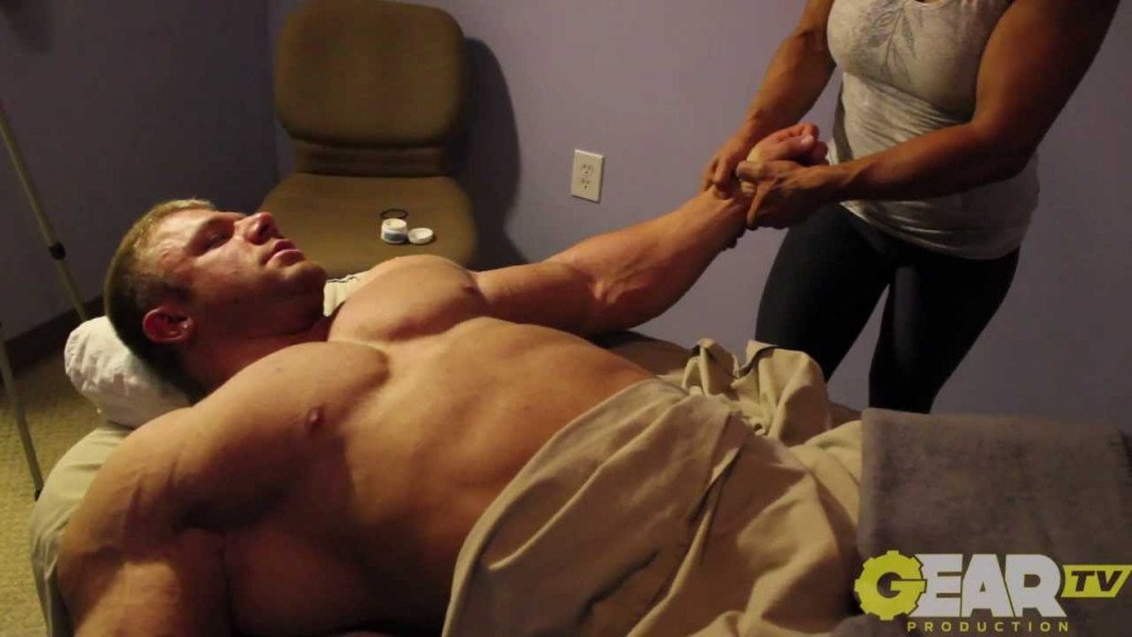 Body builder gets deep tissue massage