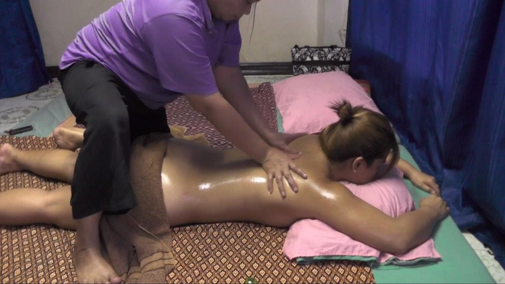 Strong Pressure Thai Oil Massage Bangkok Legs