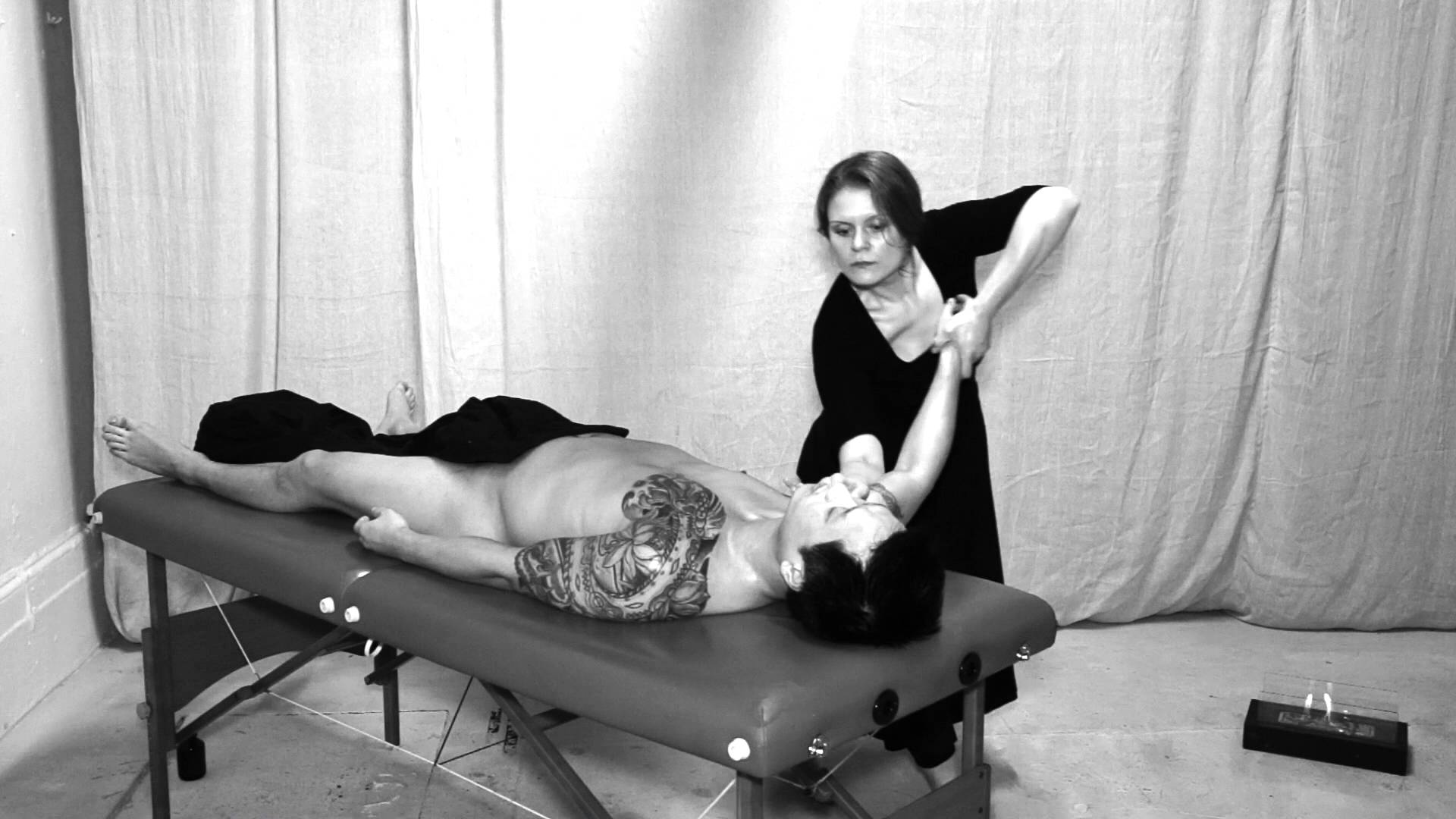 Lomi Lomi massage by Neri in Central London